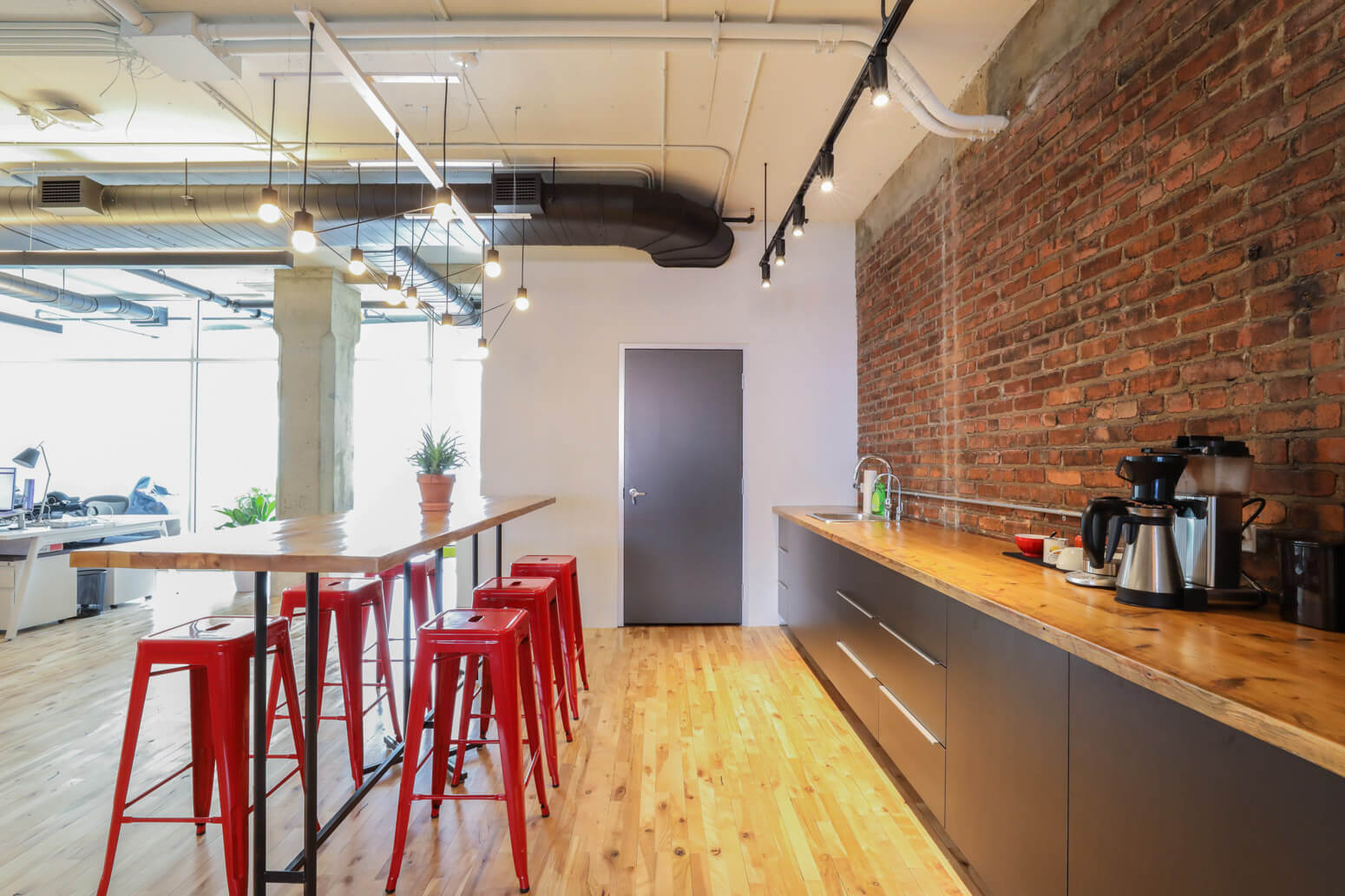 Shutterstock Montreal Office Killer Spaces-2